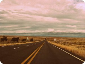 Arizona_State_Route_77_Between_Snowflake,_Arizona_and_Holbrook,_Arizona.jpeg (1)